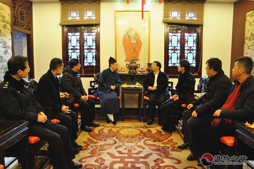 黄浦区委副书记、区长巢克俭走访上海城隍庙