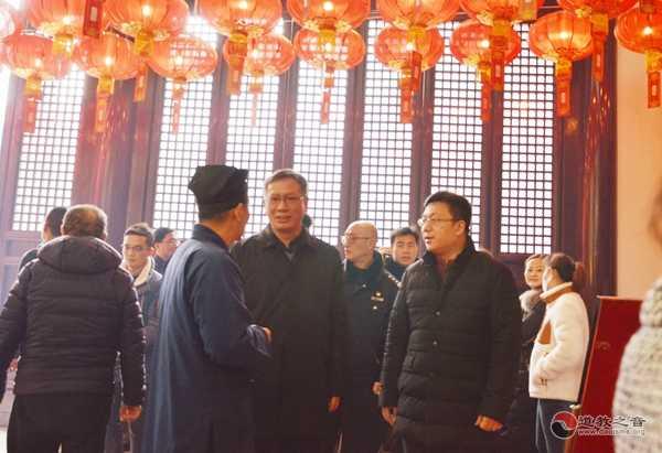 黄浦区委常委、政法委书记吕南停检查上海白云观春节消防安全工作