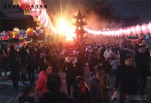 江苏省南通城隍庙举行庆祝元宵节系列活动