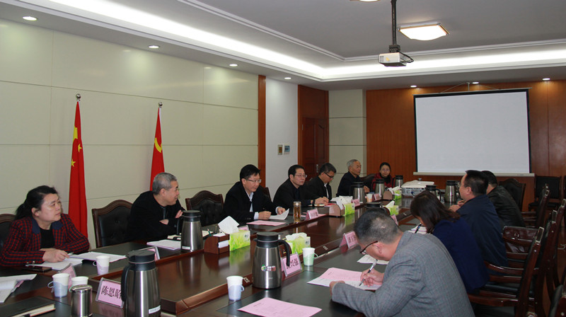 广西壮族自治区党委统战部副部长何朝建听取凤山县工作汇报