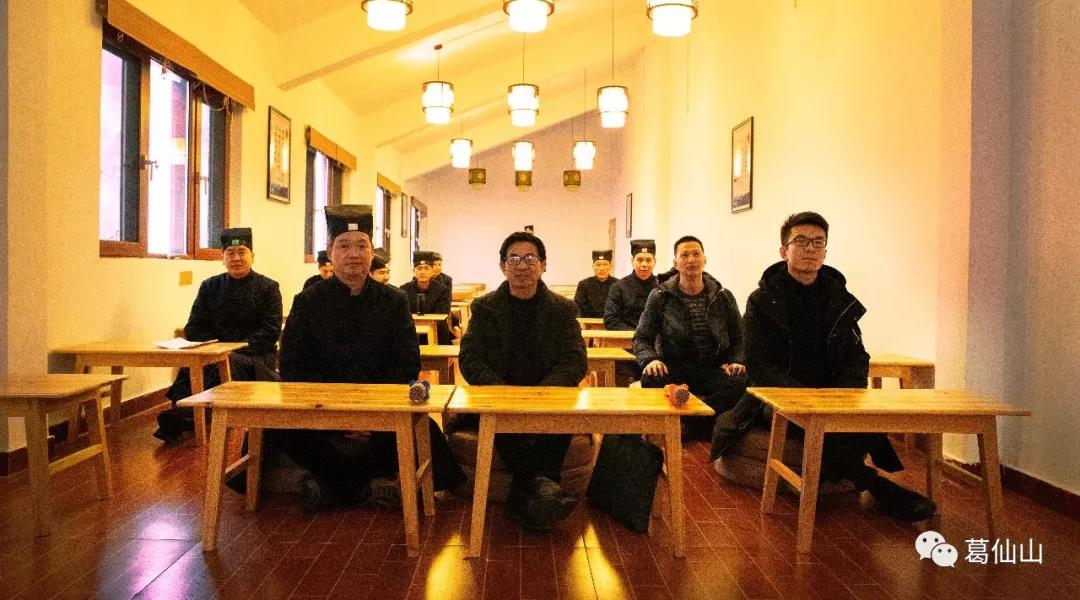 葛仙山寺观组织教职人员观看2019全国两会开幕式