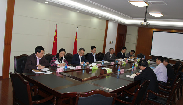 广西壮族自治区党委统战部副部长何朝建听取梧州市工作汇报