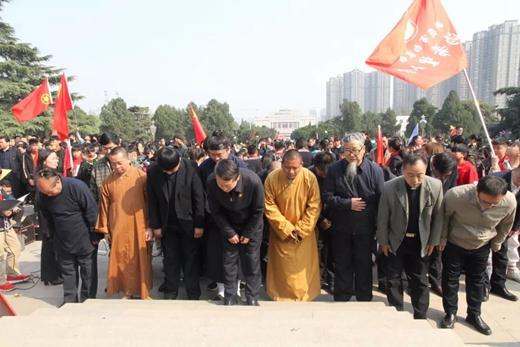 河南省宗教界代表人士赴郑州市革命烈士陵园开展纪念活动