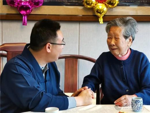 上海城隍庙慈爱功德会为百岁老人举办生日宴