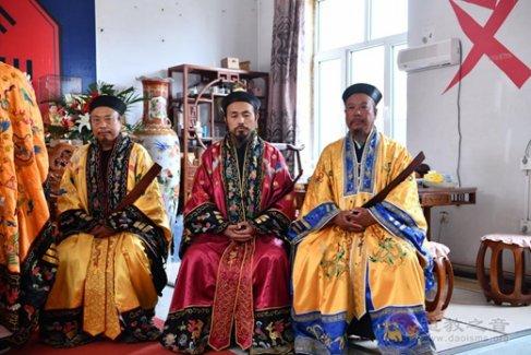 四平市凤凰彩票在双辽市崇圣宫举办冠巾法会