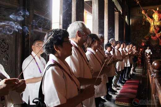香港道教联合会梁德华主席率团到西安都城隍庙参访交流