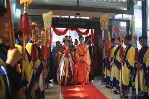 """徐州市举行首次道教婚礼演绎""""二岸一家亲"""""""