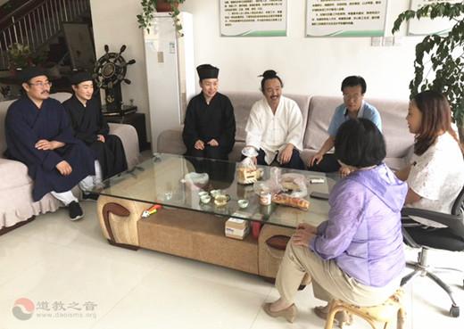山东省青州市道协端午节前夕开展敬老活动