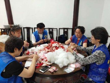 上海城隍庙慈爱功德会举行端午慈善送温暖活动