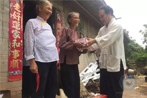 广西道教协会副会长陈应伟道长一行走访慰问病困信众