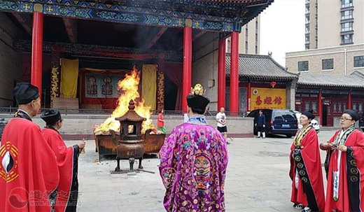 大同真武庙为四川长宁县地震受难同胞举办祈福法会