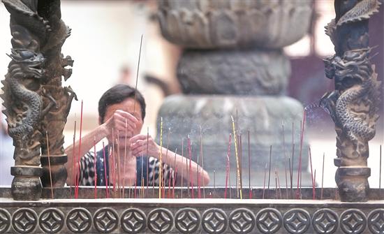 泉州进一步推动重点寺观宫庙文明敬香