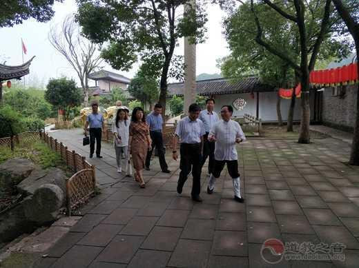 江苏省委统战部副巡视员王耀强一行领导视察白龙观