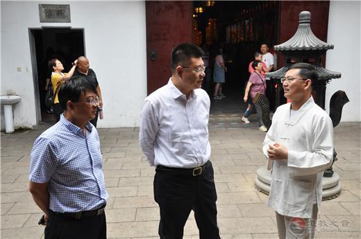 上海市黄浦区委常委、统战部部长沈权到上海城隍庙调研
