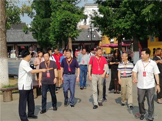苏州市姑苏区人大代表一行视察苏州玄妙观