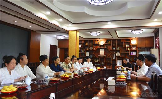 重庆市道教协会会长邓信德道长一行参访考察上海白云观