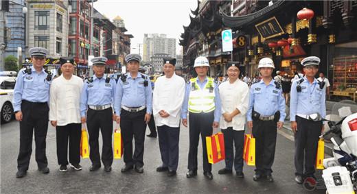 上海城隍庙慰问多家豫园地区兄弟单位