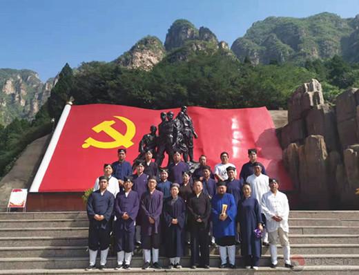 河北省道学院组织部分师生赴革命老区参观学习