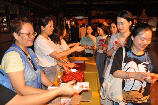 """上海城隍庙举行""""拜月老•顺姻缘""""法会"""