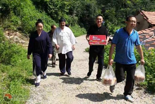 青州市道教協會赴受災鄉鎮看望慰問受災群眾