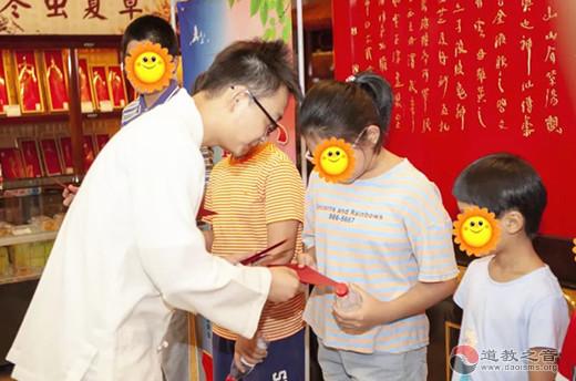 上海白云观慈爱功德会参与2019年豫园街道秋季爱心助学活动