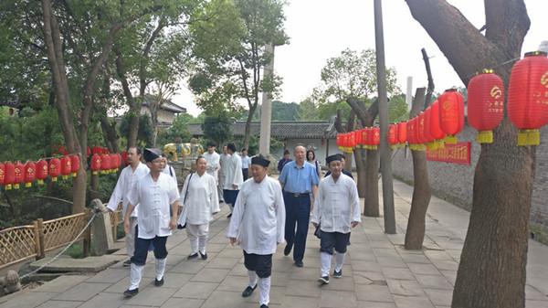 中国道教协会副会长吴诚真道长一行参访白龙观