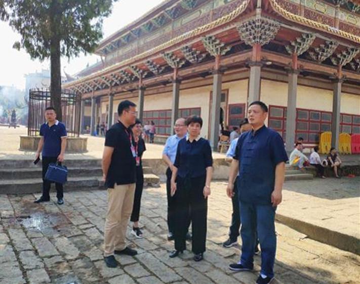 南昌市委常委、统战部长调研指导西山万寿宫庙会工作