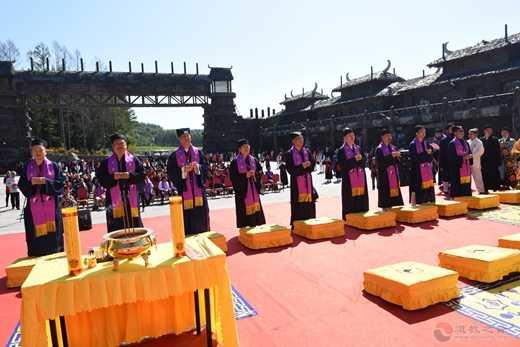 庆祝中华人民共和国成立70周年祈福法会在长白山灵应宫举行