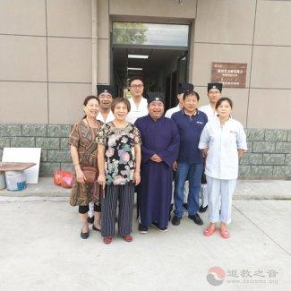 德清昌福宫道众中秋节前走访慰问烈士家属及大德居士
