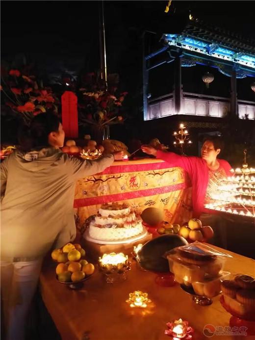 山东省青州三官庙举行中秋节拜月活动
