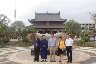 上海浦东新区人大主任一行视察上海财神庙