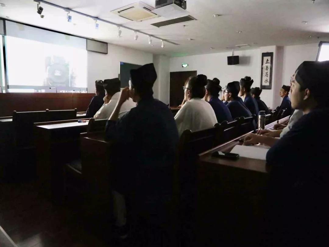 中国道教学院组织学员观看《筑梦中国》纪录片