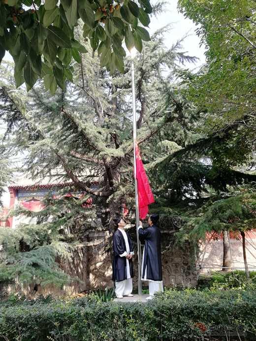 """鹿泉道教界开展""""迎国庆,升国旗,唱红歌,练太极""""活动"""