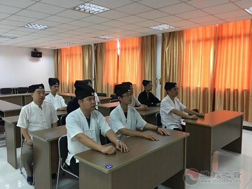 镇江市润州道院集体收看庆祝中华人民共和国成立70周年大会直播