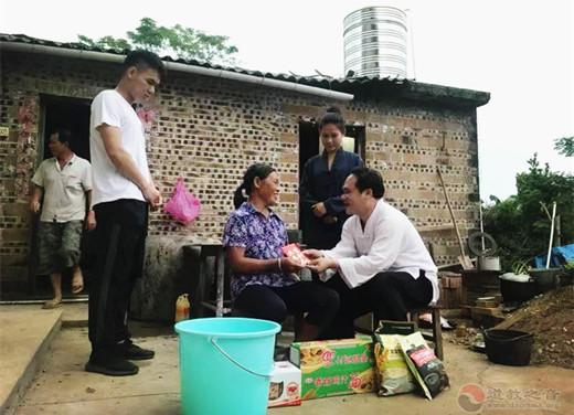 广西白石山三清观开展2019重阳敬老慰问活动
