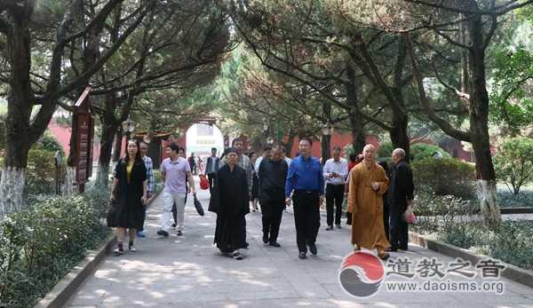 衡阳市人大常委会副主任李鹏飞一行到南岳调研宗教工作