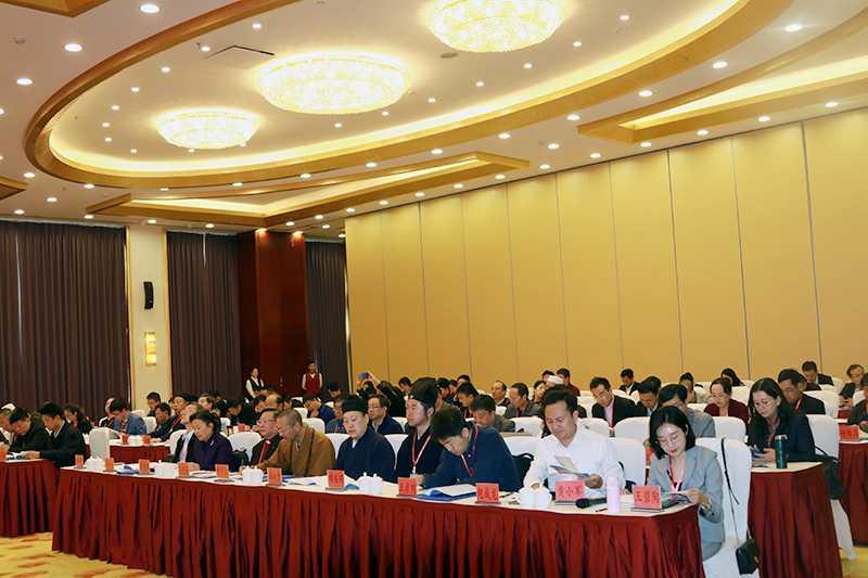 云南宗教坚持中国化方向研讨会在昆明召开