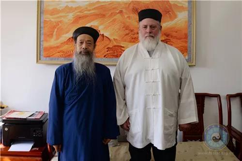 美国道教协会会长至厚道长一行拜访中国道教协会