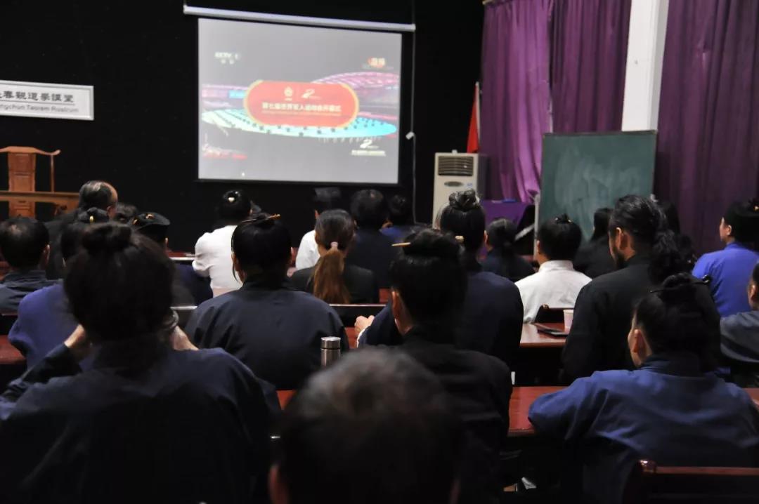 武汉长春观组织全体道众收看第七届世界军人运动会开幕式