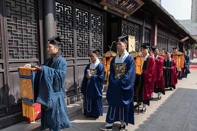 上海市三泾庙举行首批清信弟子皈依仪式
