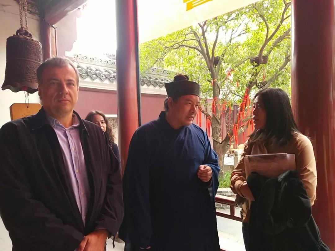 匈中长城友好协会主席欧拉•劳约什访问武汉长春观