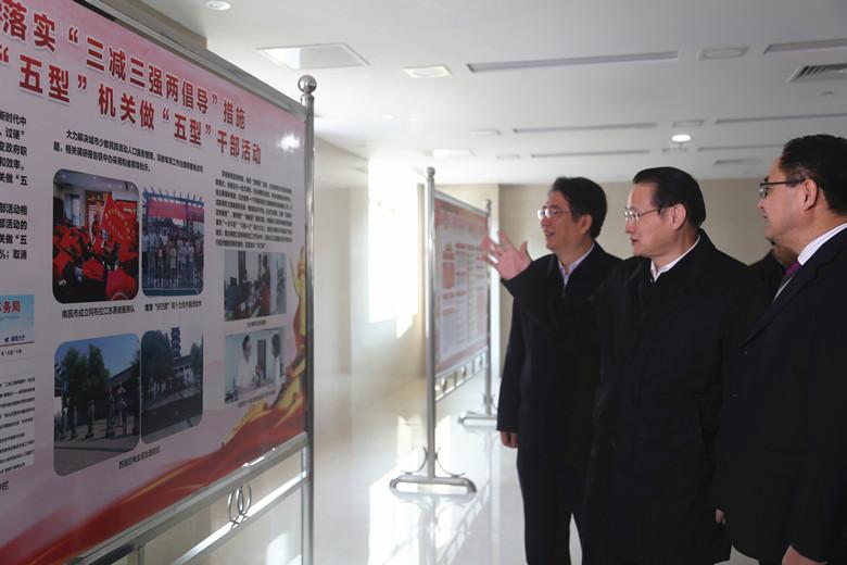 江西省省长易炼红调研省民宗局并召开民族宗教工作座谈会