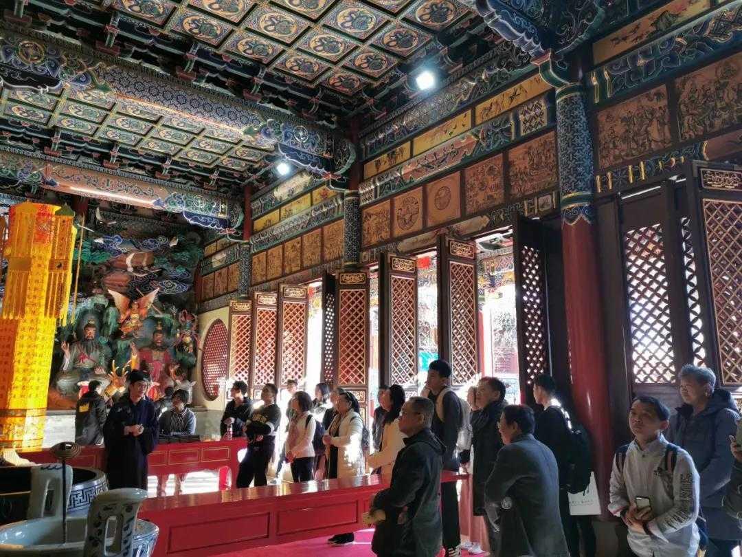 参加第七届国际西南佛教文化论坛年会的专家学者参观云南省道协龙泉观