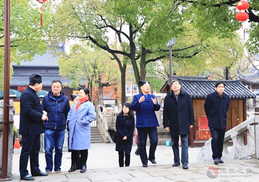 江苏省委统战部副巡视员王耀强一行视察苏州玄妙观