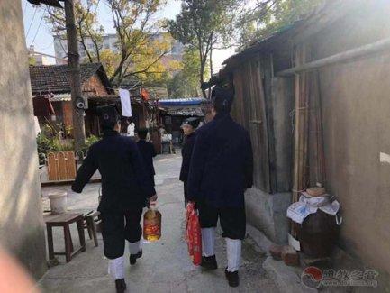 南昌市青云谱区道教协会春节走访慰问贫困群众献爱心