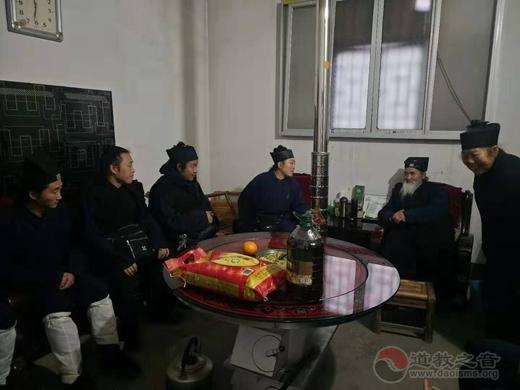 赤壁市道教协会春节前开展慰问活动