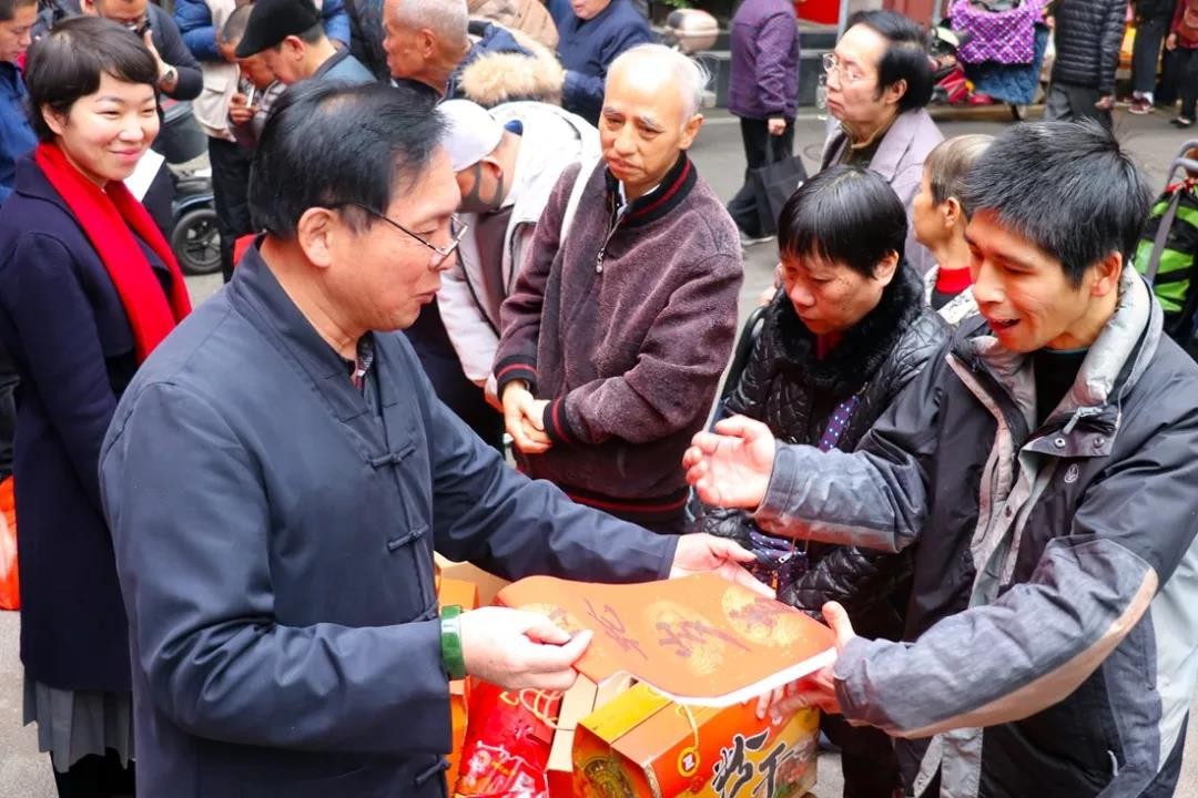 福州裴仙宫节前慰问困难家庭 浓浓关怀暖人心