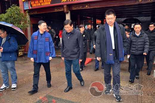 黄浦区委书记杲云到上海城隍庙检查调研节日安全保障工作