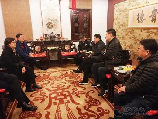 上海市委统战部领导除夕夜到上海城隍庙实地检查暂停对外开放后的应对情况