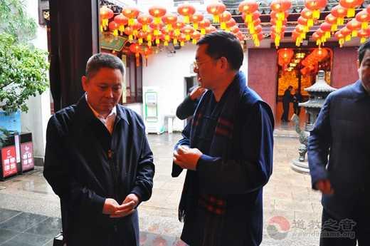 上海市副市长、市公安局局长龚道安到上海城隍庙 检查应对疫情措施落实情况
